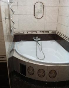 Сантехник установка ванны
