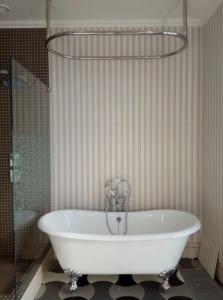 Подключение ванны на лапах