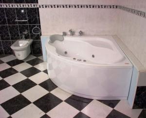Установка ванны и раковины
