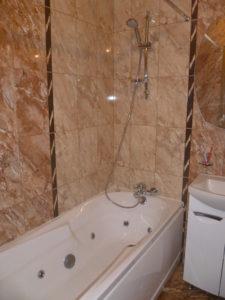Вызвать водопроводчика для установки ванны