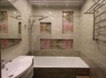 Как закрепить ванну на ножках к стене