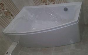 Почему под ванной появляется вода